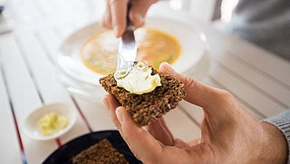 Bewaar je boter het beste binnen of buiten de koelkast?