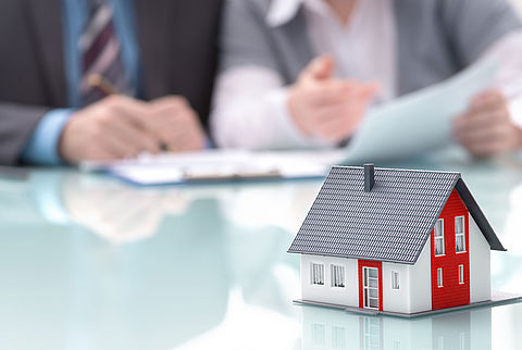 'Tienduizenden huizenkopers krijgen hypotheek niet op tijd rond'}