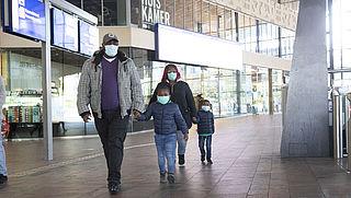 Groter besmettingsrisico door hergebruik 'dure' mondkapjes