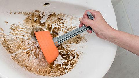 Wat mag je niet door de gootsteen of wc spoelen?
