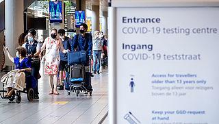 Teststraat Schiphol open voor reizigers zonder klachten uit landen met oranje of rood reisadvies