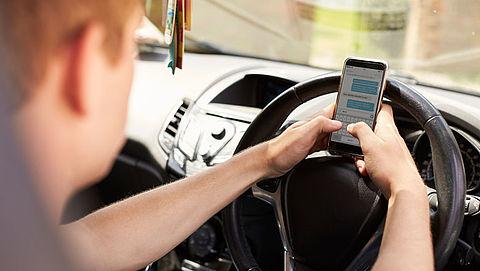 TLN: 'Maak appen achter het stuur technisch onmogelijk'