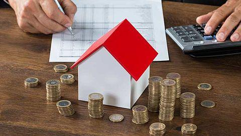 Huizenprijzen verder in de lift }