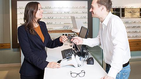 'Opticiens vragen onterecht veel geld voor extra's'