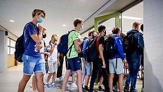 Dringend advies aan middelbare scholieren voor dragen mondkapje