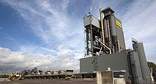 Burgers en politici bezorgd om hoge benzeenuitstoot door asfaltcentrales