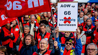 Twee op de drie Nederlanders vinden dat AOW-leeftijd te snel stijgt
