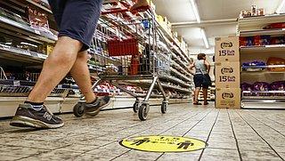Supermarkten sluiten uiterlijk om 20.45 door avondklok