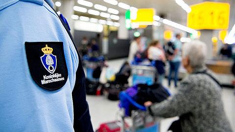 Reiziger op afspraak door beveiliging Schiphol