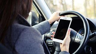 Schultz wil maatregelen tegen gebruik smartphone in de auto
