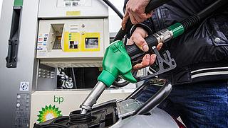 Zijn speciale toevoegingen in brandstof beter voor je motor?