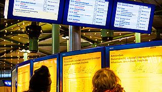 Schiphol wil dinsdag bereikbaar blijven en dreigt met geding