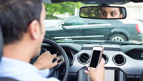 51 procent automobilisten gebruikt smartphone in verkeer}