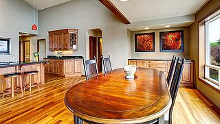 Kun je het uitzetten van houten meubels voorkomen?
