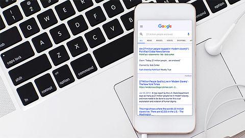 Google gaat nepnieuws kenmerken in zoekresultaten}