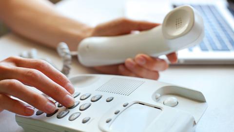 Hoe zet je de voicemail van een vaste telefoon uit?
