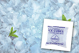 Mogelijk glas in verpakking ijsblokjes Ice Factory