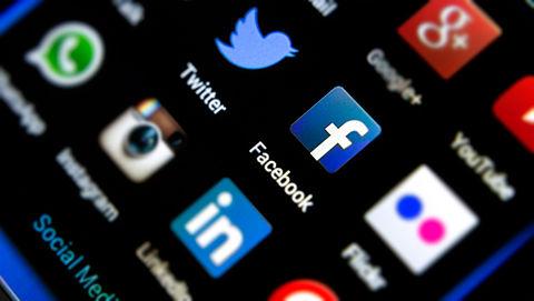 Facebook en Twitter voldoen niet aan EU-eisen