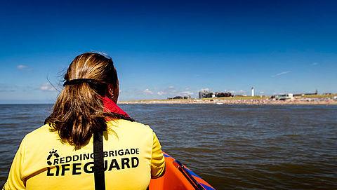 De Reddingsbrigade waarschuwt zwemmers voor gevaren mui