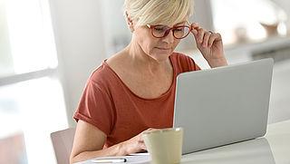 'Senioren hebben steeds meer moeite met veilig internetgebruik'