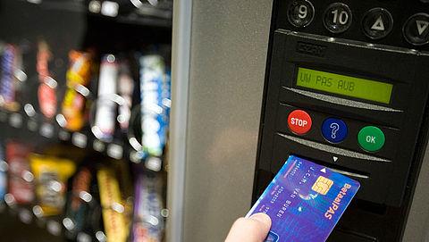 Mars plakt bewustwordingsstickers op snoepautomaten