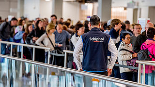 Dinsdag geen ov-staking rond Schiphol, maar nog wel grote kans op chaos