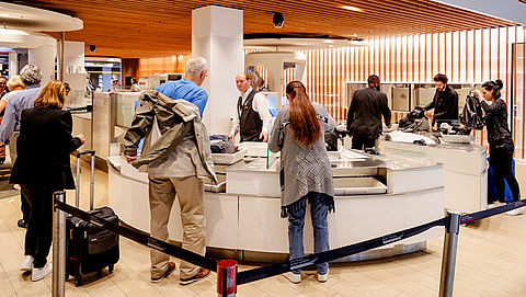 Tips om op het vliegveld sneller door de handbagagecontrole te komen}