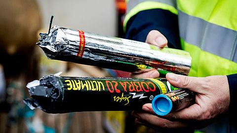 Politie pleit voor verbod op knalvuurwerk en vuurpijlen}