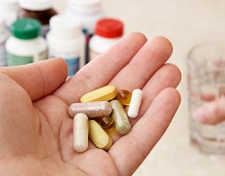 'Wees voorzichtig met kruiden en pillen'