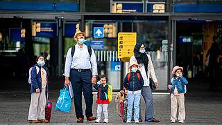 Mondkapjesplicht wordt ingevoerd op drukke plekken Rotterdam en Amsterdam