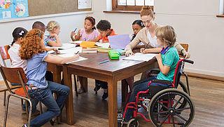 Kind met beperking vaker naar gewone school door aangepaste Leerplichtwet