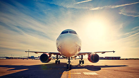 'Pak milieukosten vliegverkeer aan'