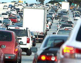 Navigatie helpt automobilist snel door file