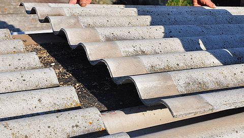 Kabinet investeert in de verwijdering van asbest in daken