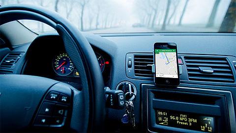 Automobilist mag scherm van smartphone aanraken tijdens het rijden}
