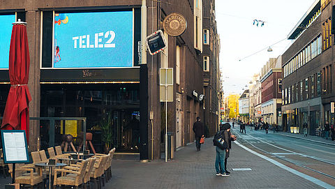 Amsterdam wil reclame op straat belasten}
