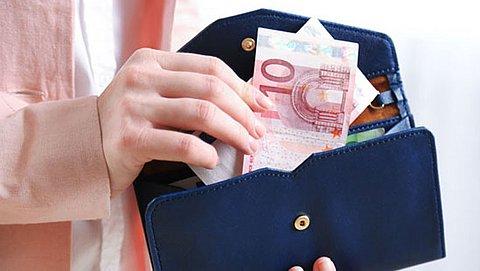 Contant betalen wordt duurder: leg je straks voor iedere betaling 20 cent bij?