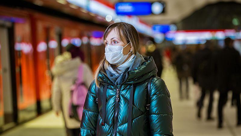 'Helft van de mensen reist ook met mondkapje niet met openbaar vervoer'