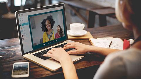 Nederlanders bellen en kijken steeds vaker tv via internet