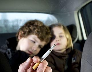 Ook rokers voor verbod op roken in auto met kind