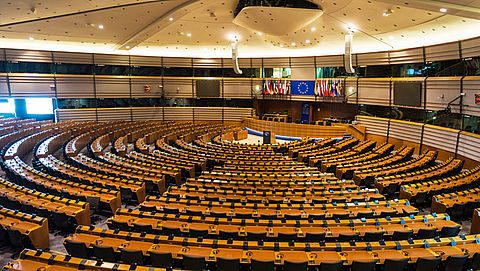 Europa tikt Nederlandse regering op vingers om vergoeding zorgkosten}