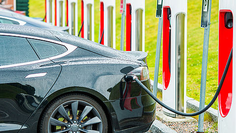 Provincies gaan proef houden met slim laden van elektrische auto's