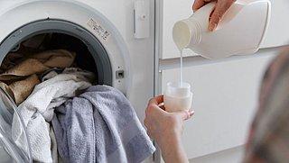 Maak je eigen wasmiddel om geld en plastic te besparen