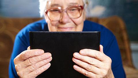 Verzorgingshuizen krijgen gratis tablets voor contact met thuisfront