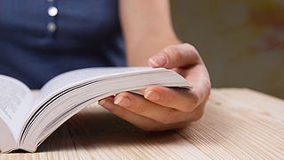 'Mensen die lezen zijn gezonder en gelukkiger'