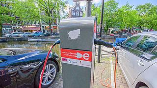 'Strenger parkeerbeleid Amsterdam treft ook duurzame auto's'