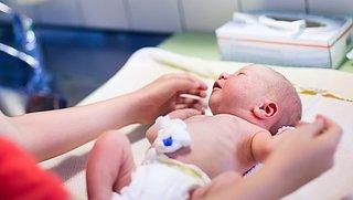 'Bevalling inleiden kan gezondheidsproblemen kind opleveren'