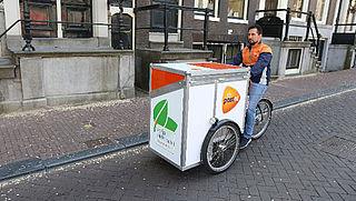 PostNL verruilt auto voor e-bakfiets in Amsterdam