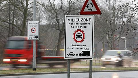 Mag je met je auto een milieuzone in, en zo niet: krijg je dan een boete?}
