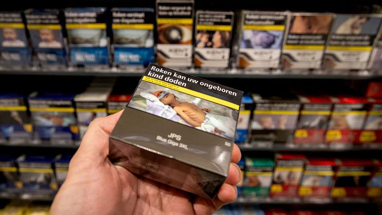 Tabaksfabrikanten betaalden miljoenen aan supermarkten voor mooie plek in schappen